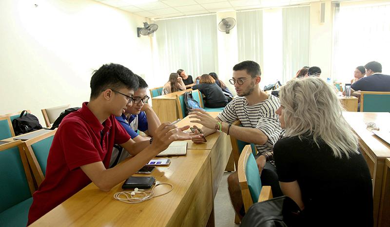 Quốc tế hóa giáo dục - Giấc mơ hiện hữu tại UEB qua lăng kính của một sinh viên nước ngoài