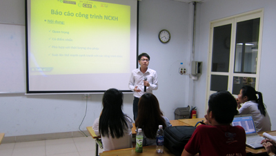Nhóm sinh viên Khoa Tài chính - Ngân hàng giành giải Nhất NCKH sinh viên năm học 2014-2015
