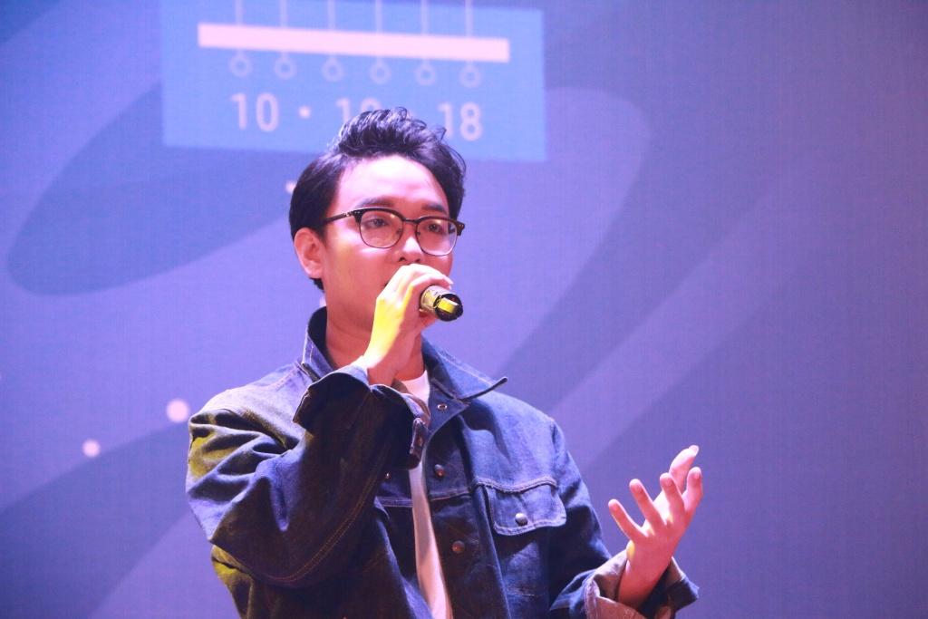 Á quân The Voice hát cùng tân sinh viên ĐH Kinh tế trong Gala