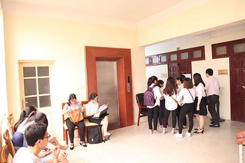 Sinh viên nô nức tham gia phỏng vấn Thực tập sinh UEB