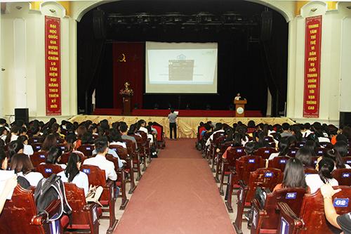 Lãnh đạo Trường ĐHKT gặp mặt tân sinh viên trong Tuần sinh hoạt Công dân