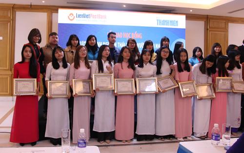 10 sinh viên Trường ĐHKT được nhận học bổng của LienVietPostBank
